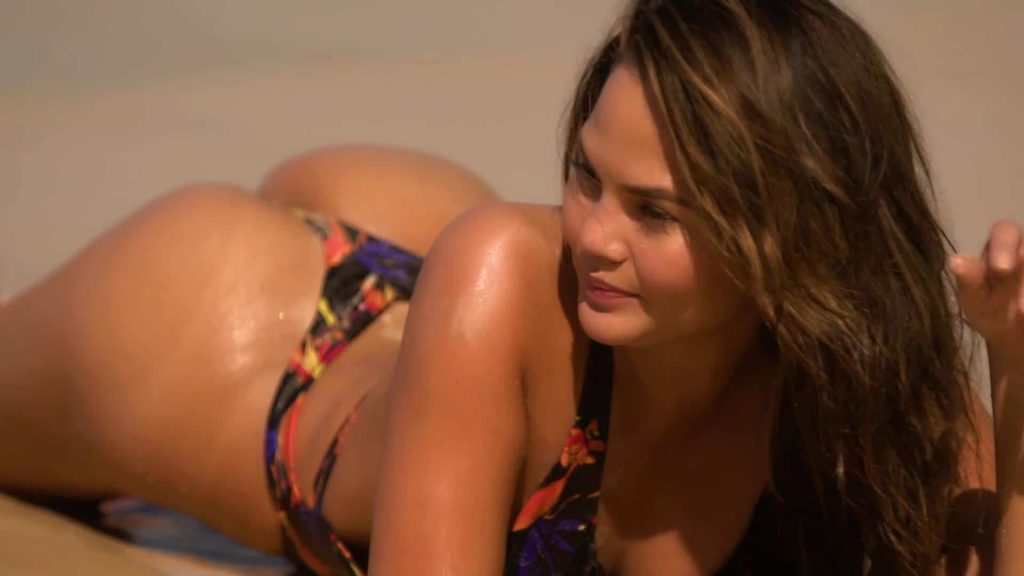 Chrissy Teigen ass photo