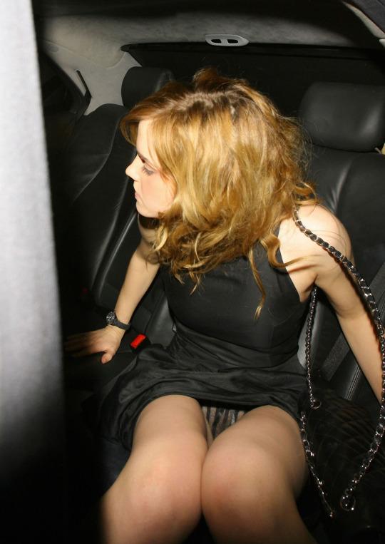 Emma Watson Nude Pussy & Upskirt Pics