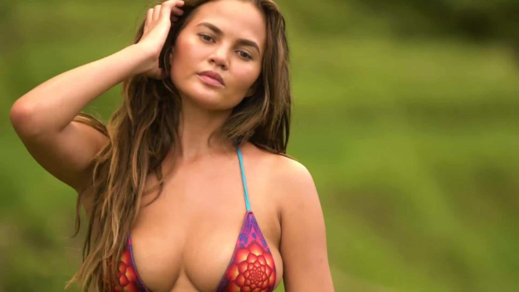 Chrissy Teigen boob photo