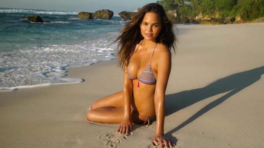 Chrissy Teigen beach pics