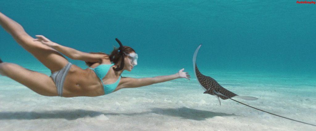 Jessica Alba Nip Slip & Ass Pics Into the Blue