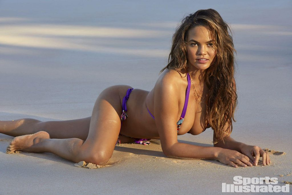 Chrissy Teigen body photos