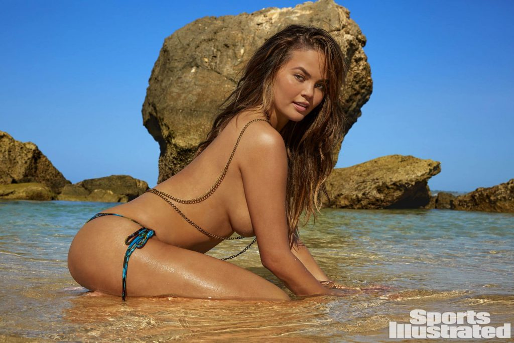 Chrissy Teigen naked photos