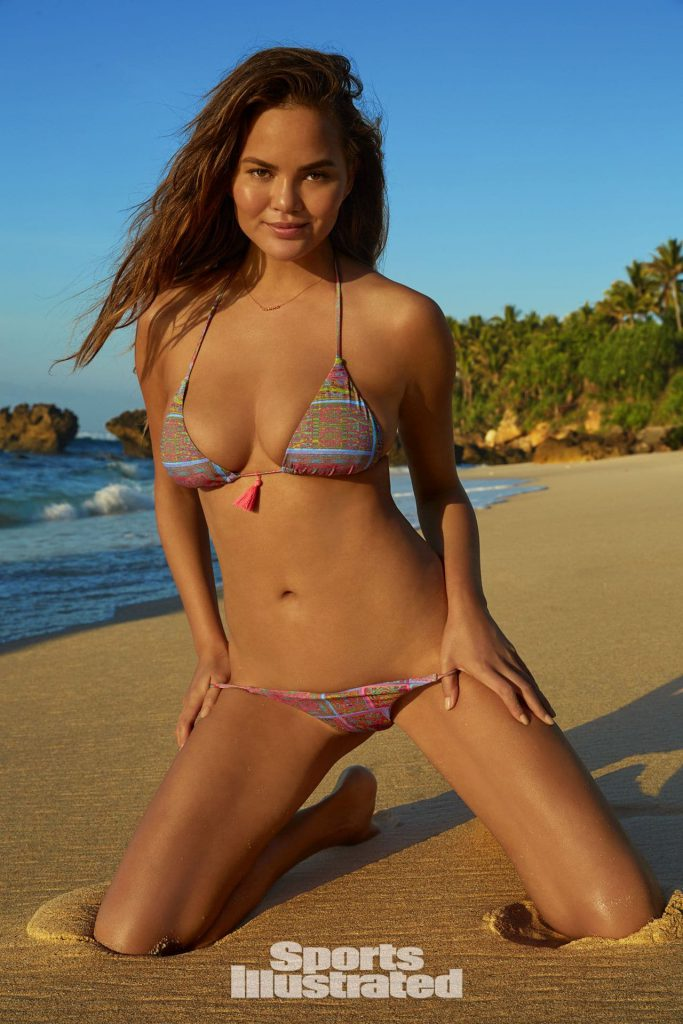 Chrissy Teigen nude photos