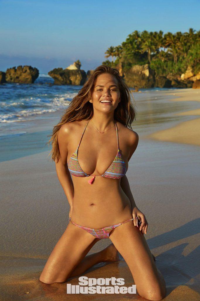Chrissy Teigen nude photos