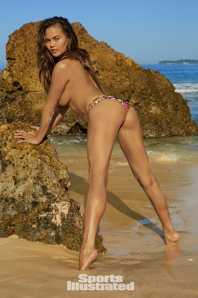 Chrissy Teigen ass photos