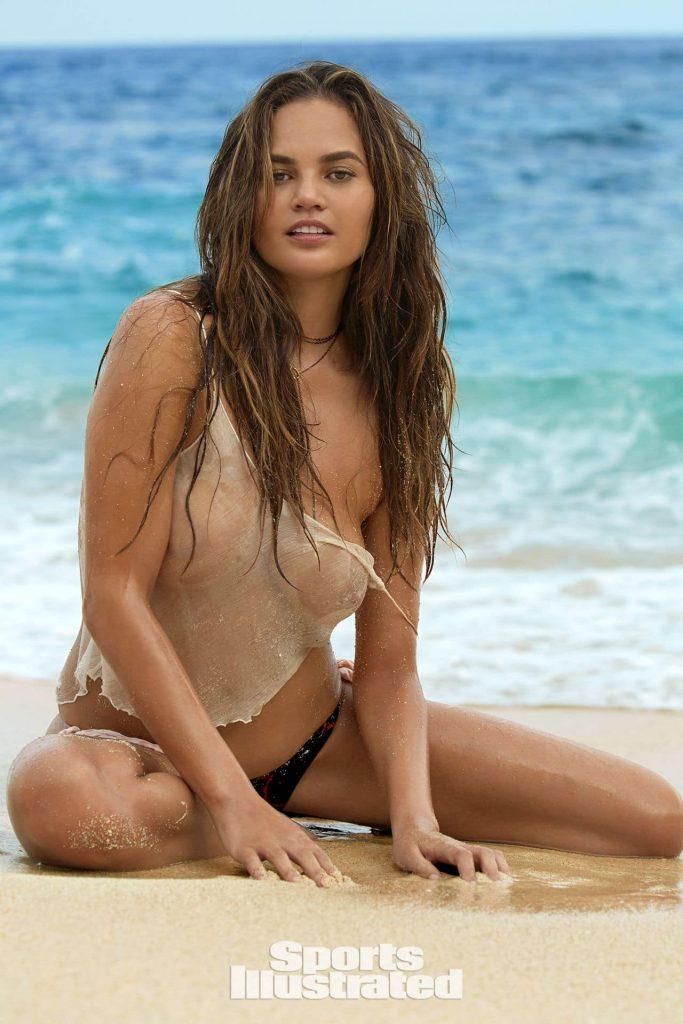 Chrissy Teigen sexy beach photos