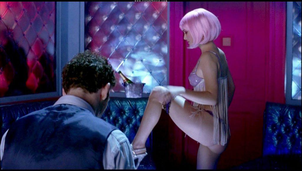 Natalie Portman Stripped Down – Closer film