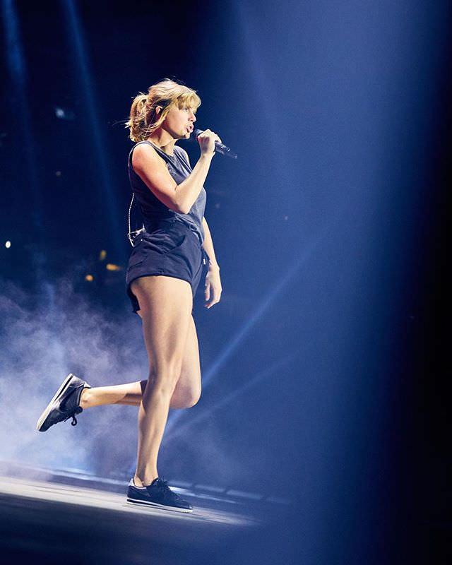 Taylor Swift Sexy Pics