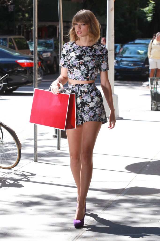 Taylor Swift Naked Legs