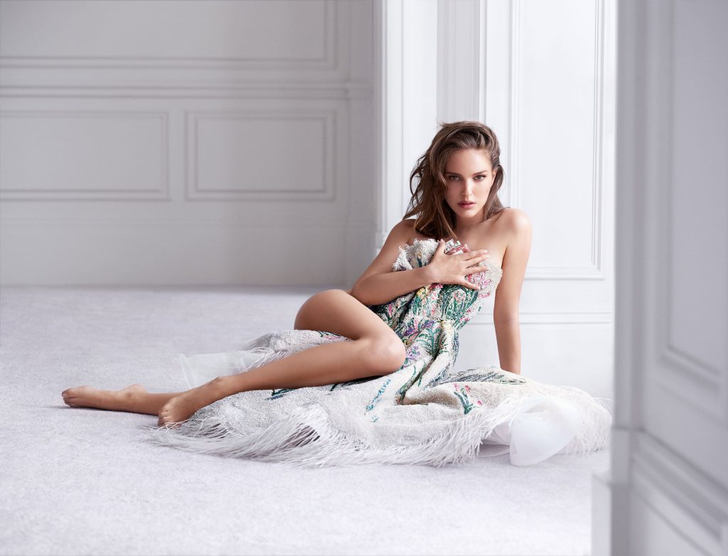 Natalie Portman Nude & Topless Photoshoot