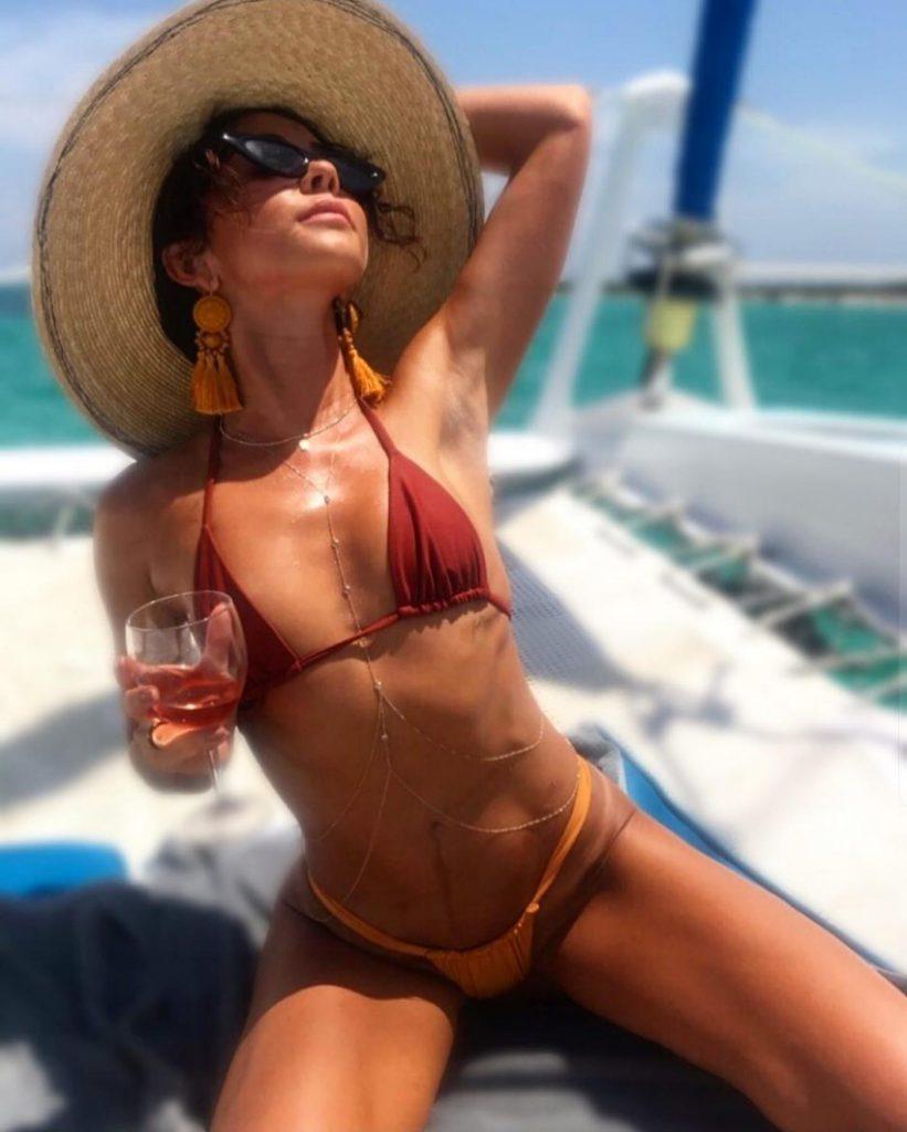 Sarah Hyland Bikini Pics