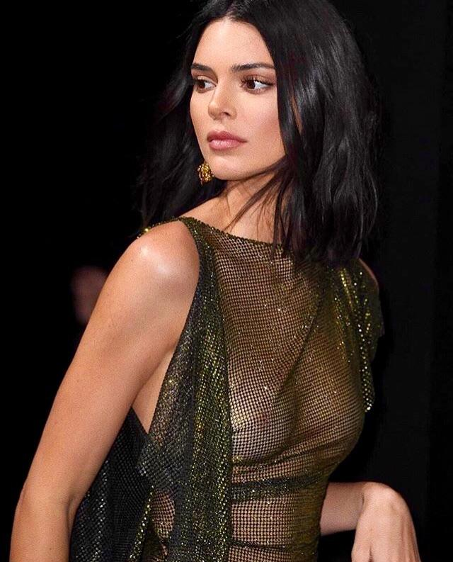 Kendall Jenner boobs