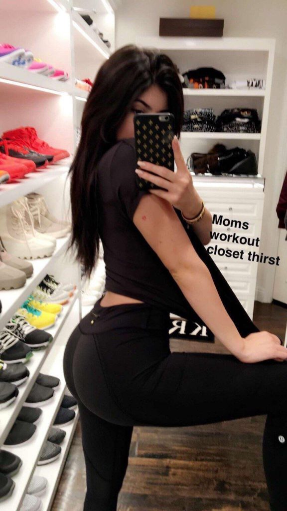 Kylie Jenner Booty in Yoga Pants