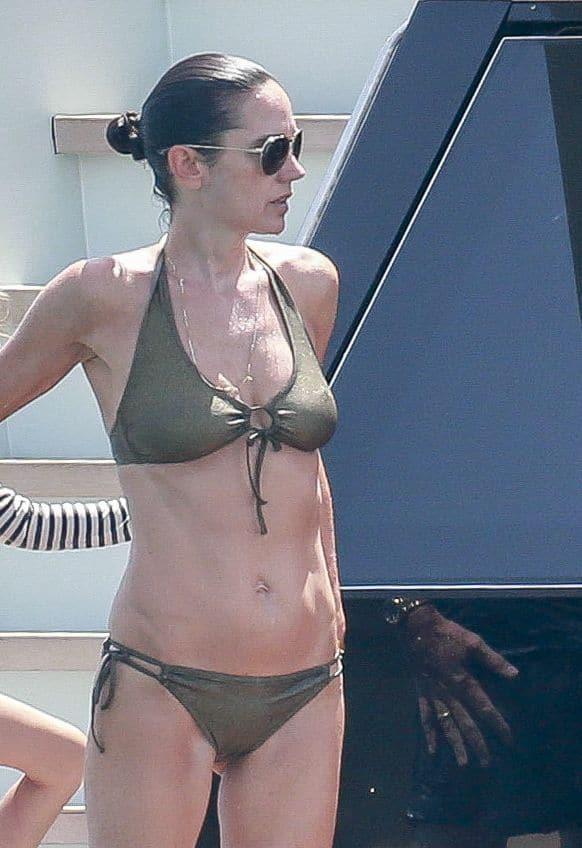 Jennifer Connelly Bikini Pictures