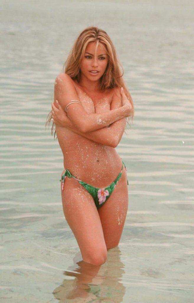 sexy Sofia Vergara bikini photos