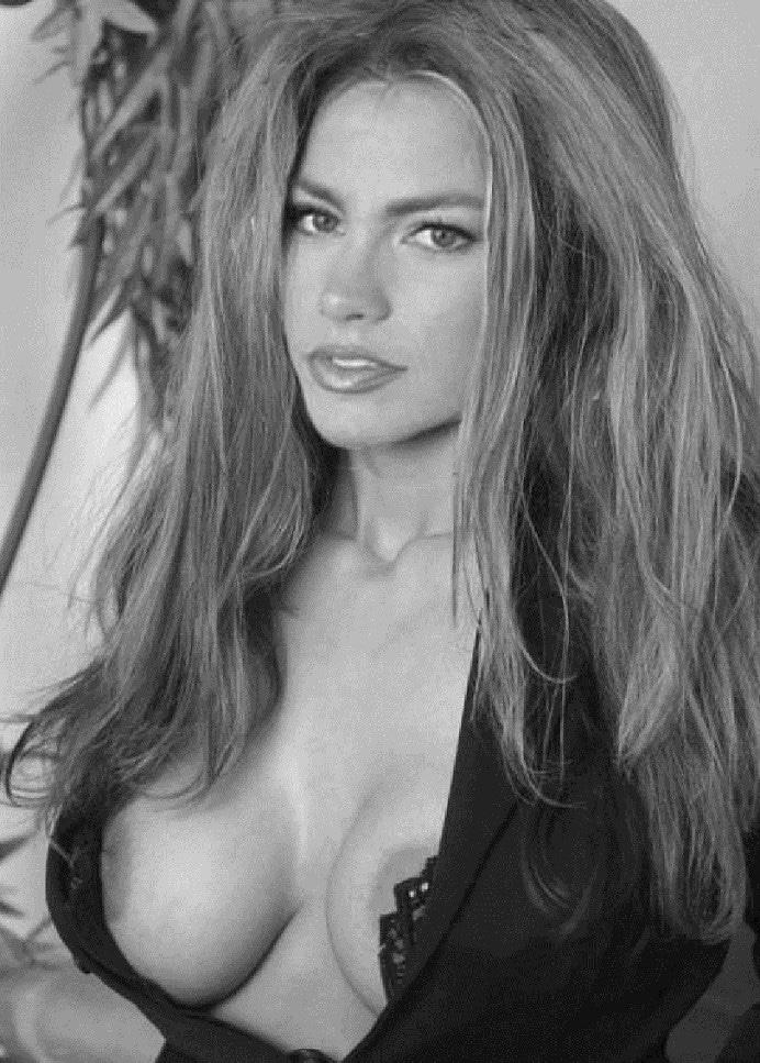 Sofia Vergara Nip-slip pics