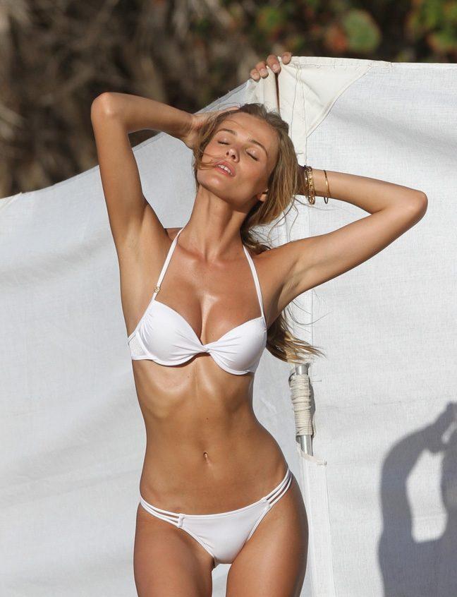sexy celebs bikini pics