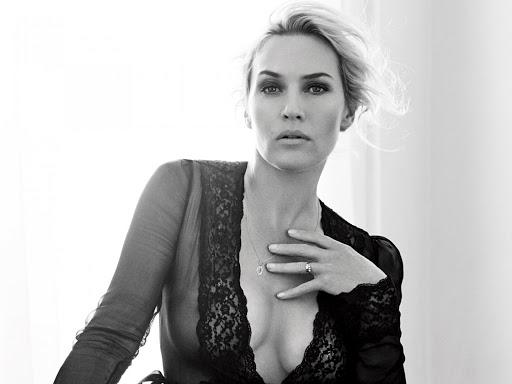 Kate Winslet posing