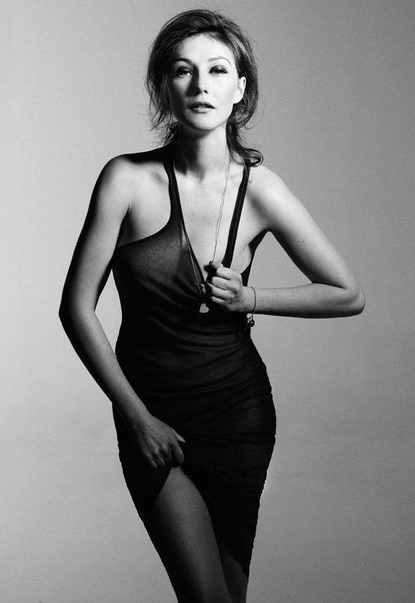 Carice Van Houten Sexy Pics