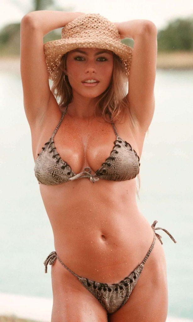sexy celeb bikini pics