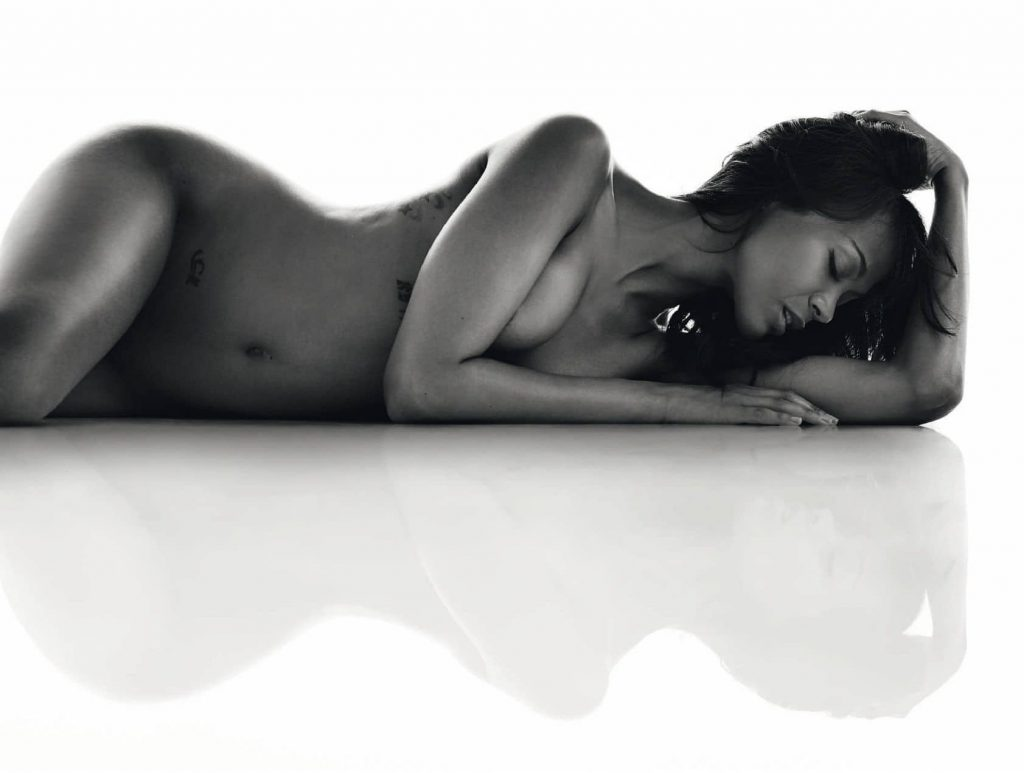 Zoe Saldana Nude & Hot Photos