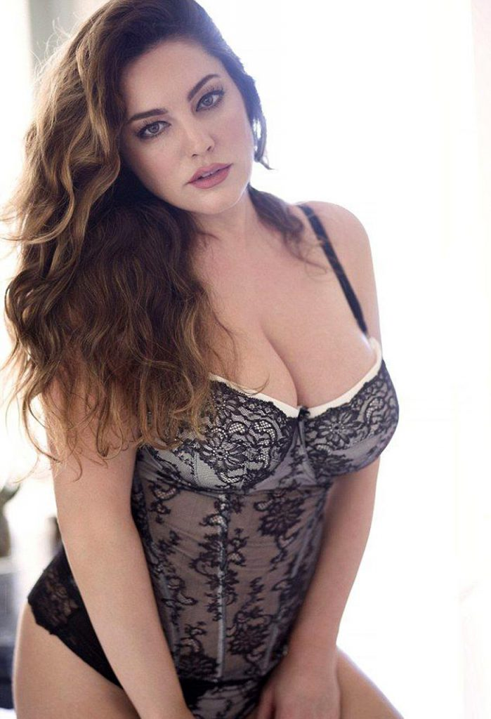 hot sexy Kelly Brook pics
