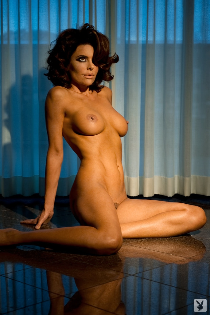 Lisa Rinna boobs