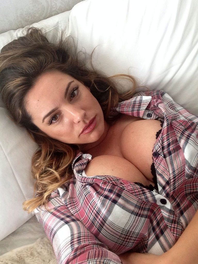 Kelly Brook big boobs