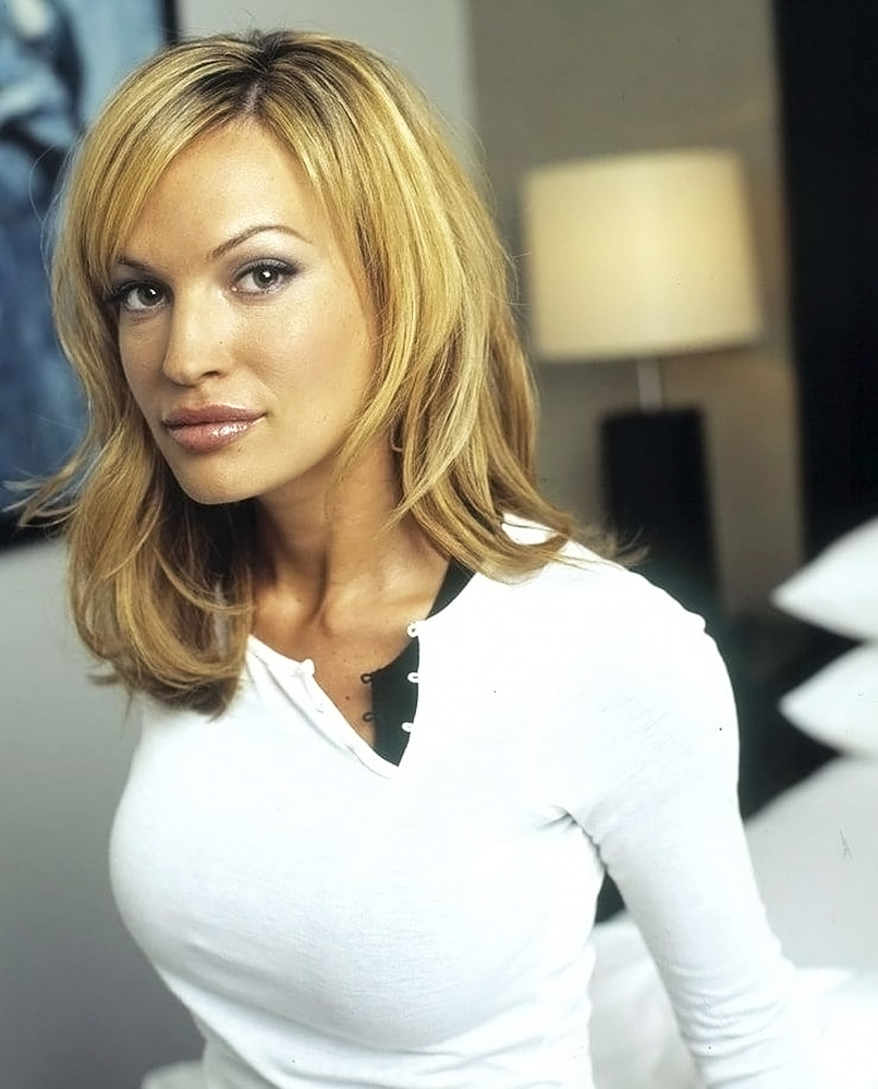 Jolene Blalock Sexy Photos