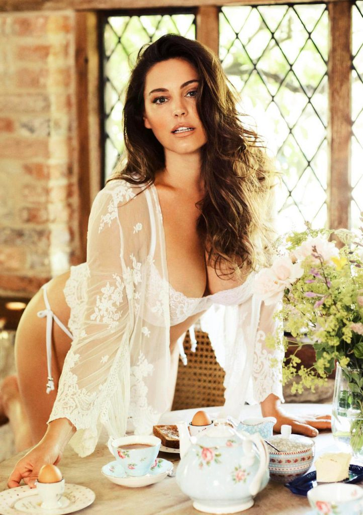 sexy nude Kelly Brook pics