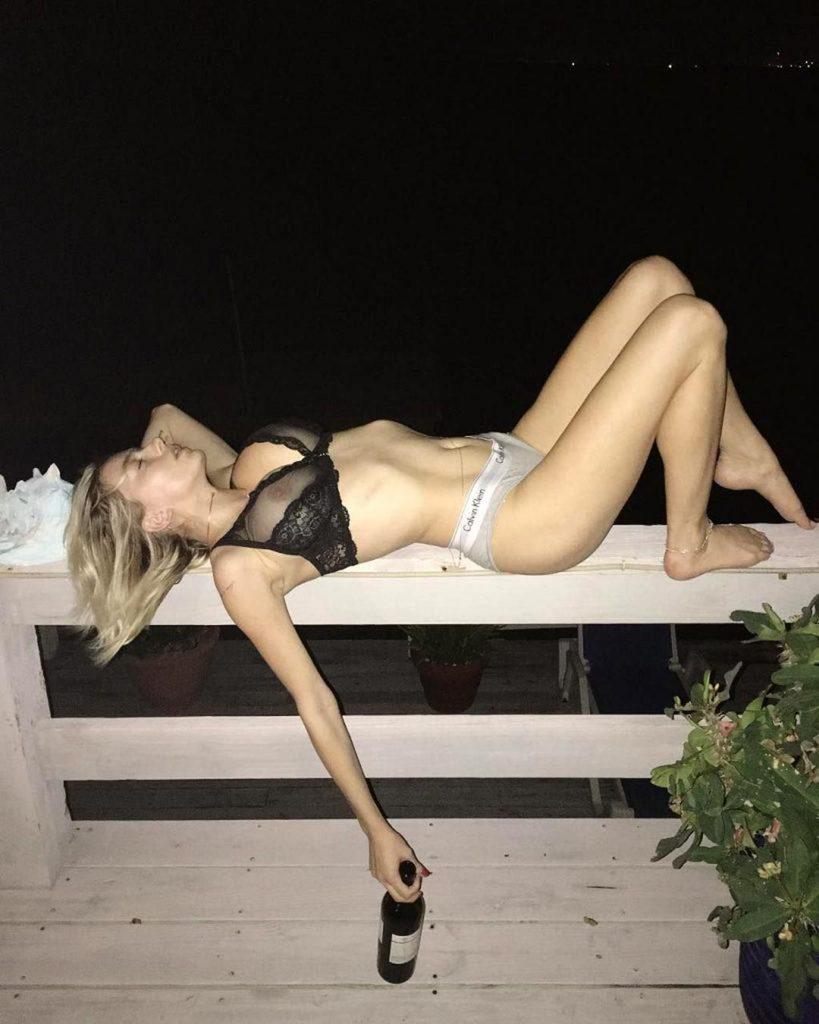 nude Caroline Vreeland pics