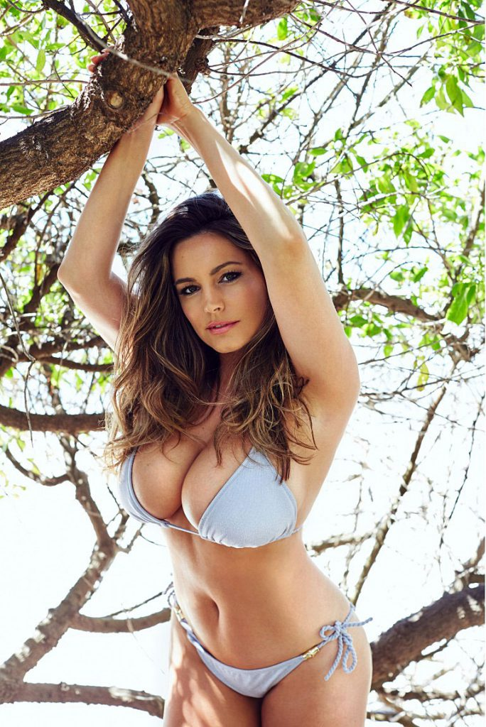 Kelly Brook boobs