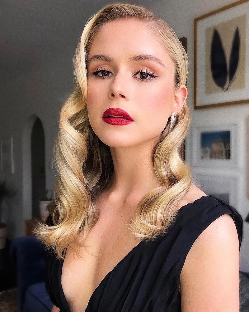 Erin Moriarty sexy pics