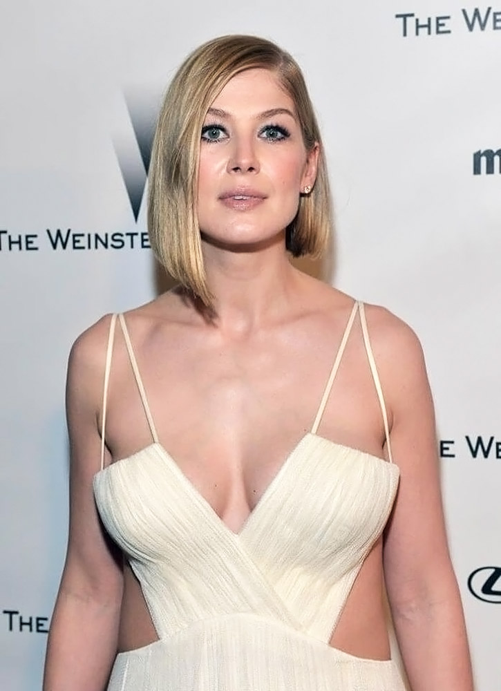 Rosamund Pike Sexy Photos