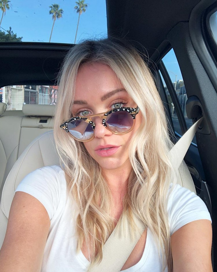 Katrina Bowden of 30 Rock fame shows off her toned figure