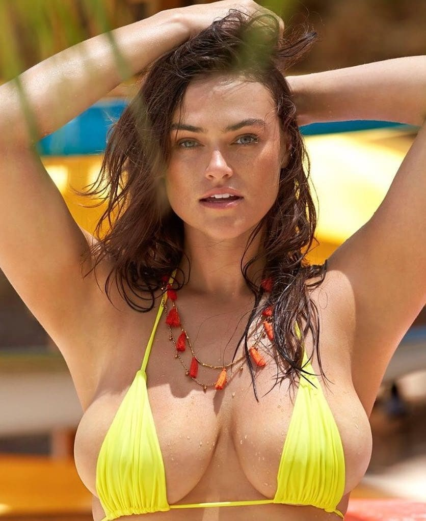 Myla Dalbesio sexy