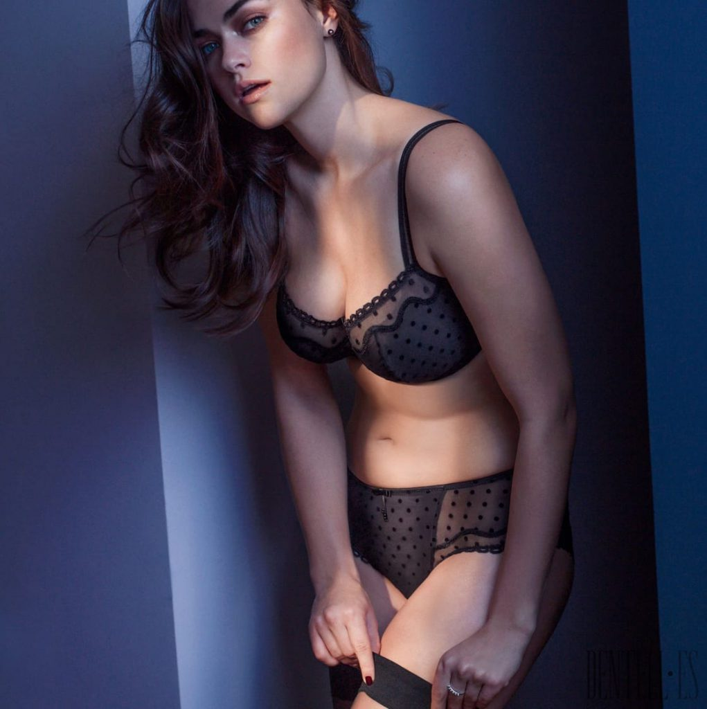 Sexy Hot Myla Dalbesio