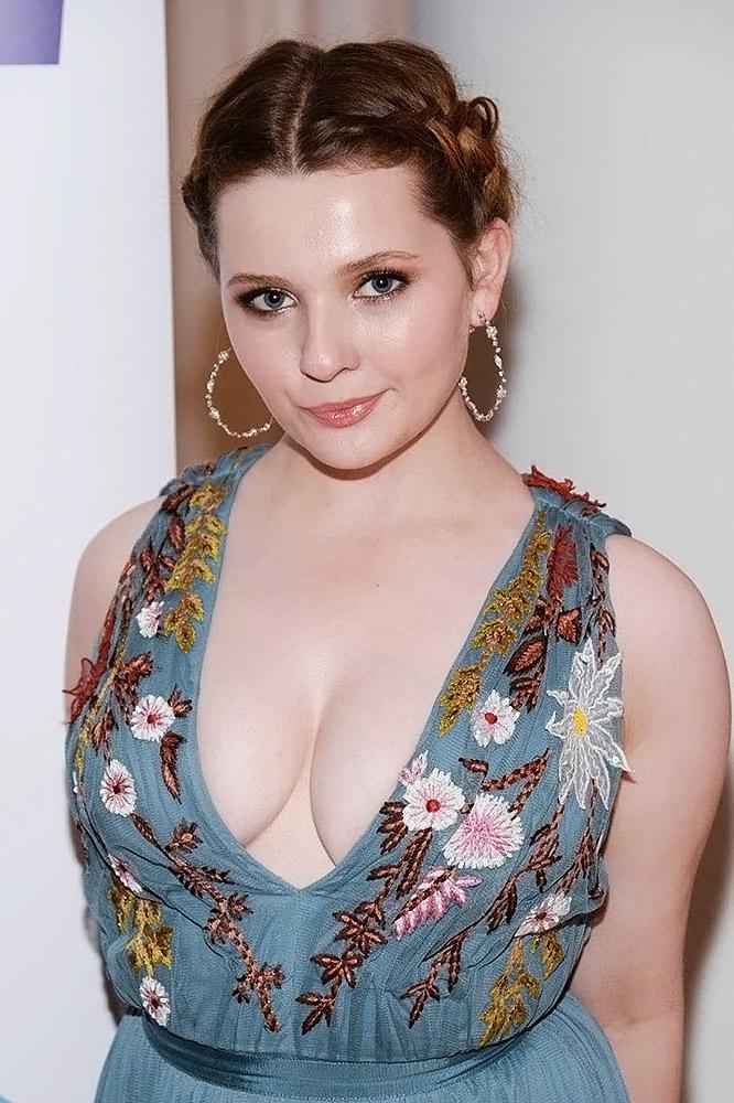 Abigail Breslin sexy photos