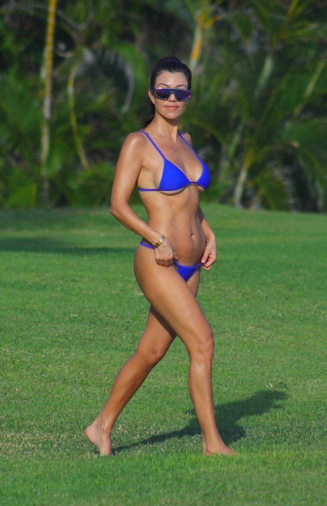 Kourtney Kardashian Sexy Pics