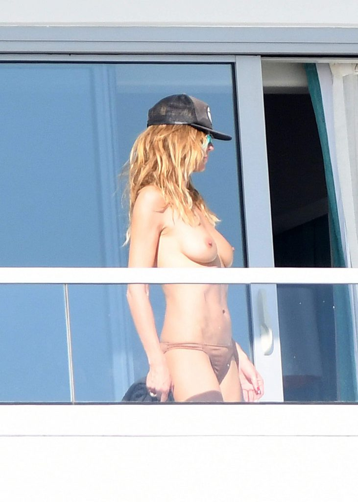 sexy hot nude naked celebs