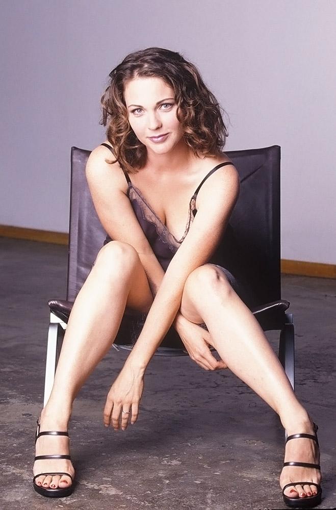 Kelli Williams Sexy Pics
