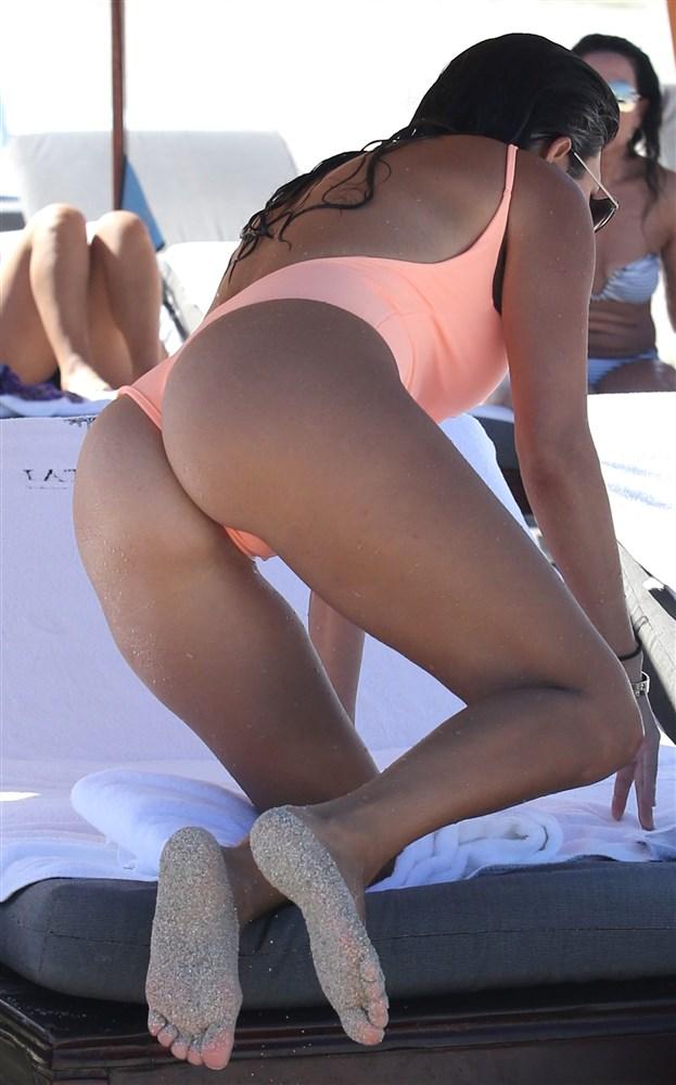 Kourtney Kardashian Sexy nude naked hot Bikini Pics