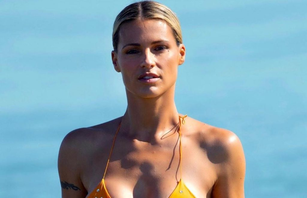 Michelle Hunziker nude hot sexy naked bikini pics