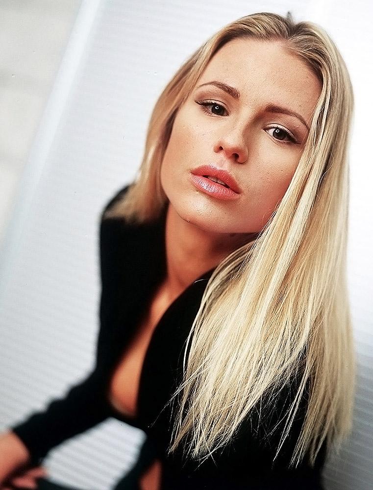 sexy hot blonde celebs pics