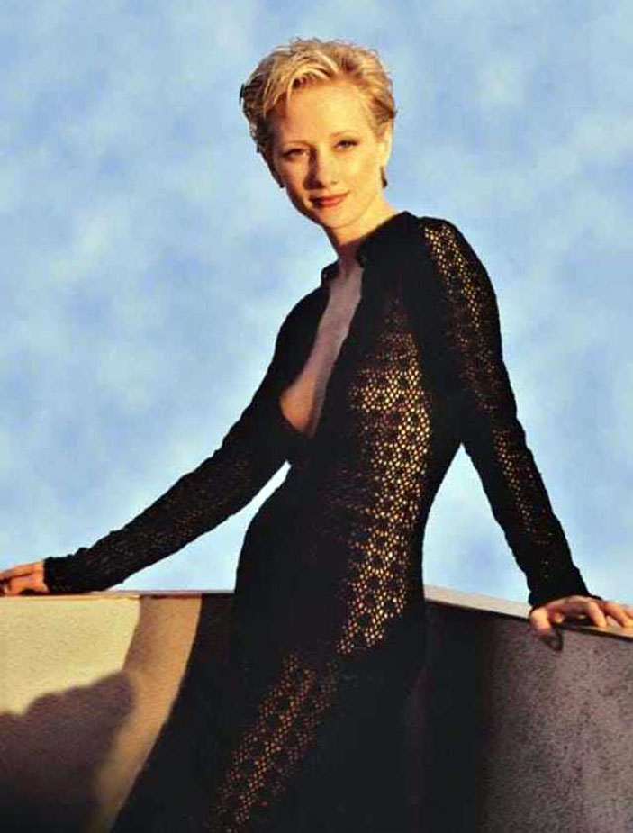 Sexy Anne Heche nude naked bood ass hot photos